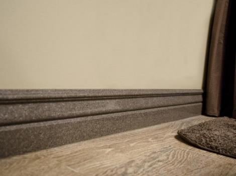 Bathroom baseboard in cultured granite Canyon